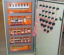 montagem de quadro de comando elétrico